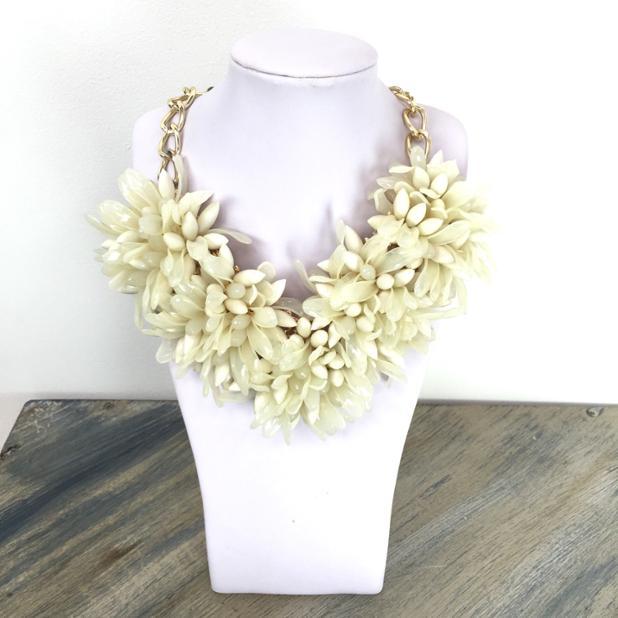 mambo flora necklace cream